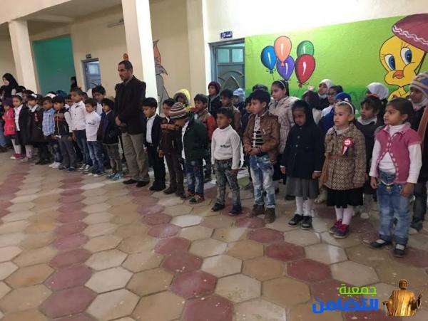 بالصور...مراسيم رفع العلم العراقي ليوم الخميس في مدرسة التضامن الاولى في مركز مدينة الناصرية