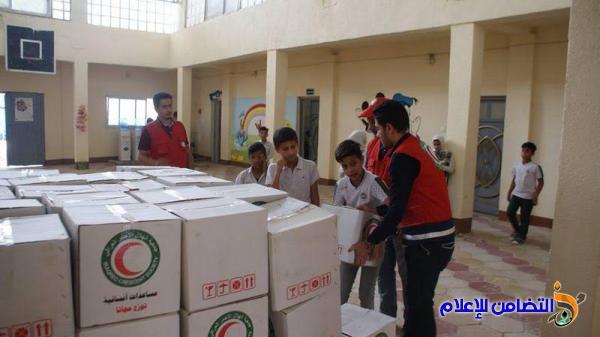 بالصور ::جمعية الهلال الأحمر العراقي توزع 262 سلة غذائية على أيتام مبرات التضامن في ذي قار