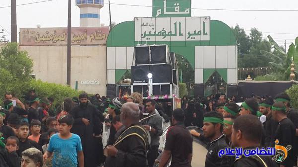 بالصور: مقام أمير المؤمنين في الناصرية يكتظ بالزائرين لإحياء ذكرى دفن الأجساد الطاهرة