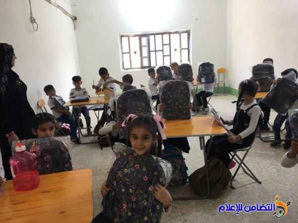 التبرع بـ 200 حقيبة مدرسية لأيتام مبرات التضامن لرعاية الايتام  - مصور -
