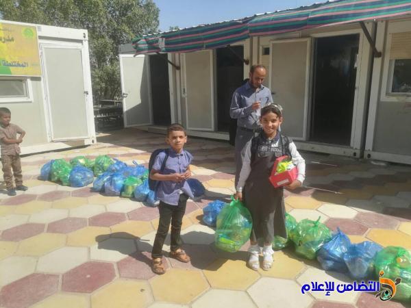 إدارة مبرة التضامن للأيتام في الفهود توزع عدد من السلات الغذائية على تلاميذها - مصور-