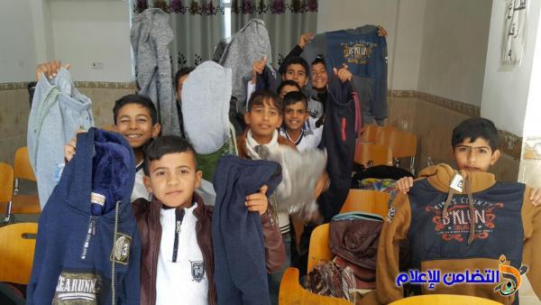 فاعل خير يتبرع بــ100 بدلة رياضية لتلاميذ مبرة التضامن في الشطرة - مصور-