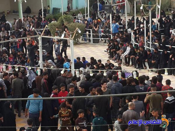 بالصور: مقام أمير المؤمنين في الناصرية يكتظ بالزائرين احياءا لذكرى شهادة الزهراء(ع)
