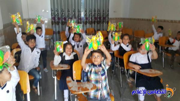 إحدى المعلمات المحسنات ... تتبرع بمجموعة من