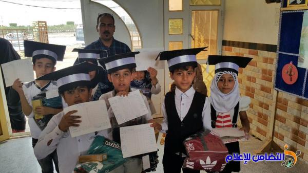 توزيع نتائج الامتحانات النهائية على تلاميذ مبرة التضامن للأيتام في الشطرة - مصور-