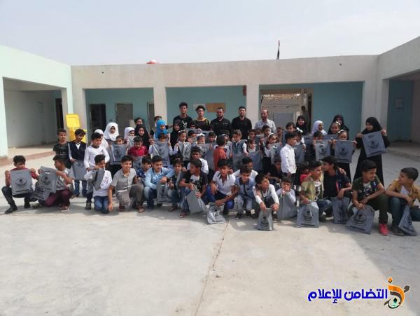 مبرة التضامن للأيتام في الفهود توزع السلة الغذائية والقرطاسية على تلاميذها - مصور -