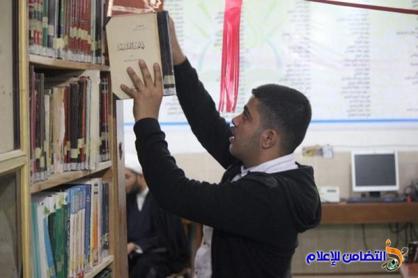 طلبة الإعدادية المركزية ينظمون زيارة علمية إلى مكتبة الإمام الباقر العامة في الناصرية
