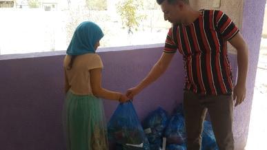 في إطار تنفيذ برنامجها الصيفي.. التضامن العاشرة توزع سلة غذائية على تلاميذها الأيتام