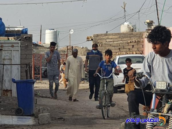 مبرات التضامن توزع السلات الرمضانية في المناطق الفقيرة بالناصرية