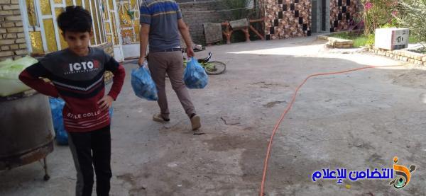 مكتب مبرات التضامن يواصل توزيع السلات الرمضانية في منطقتي الفهـود والمنار على الأيتام والعوائل المحتاجـة