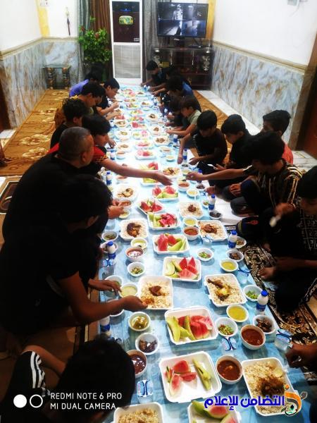 في ليلة  استشهاد  راعي الايتام (ع) ... مبرة التضامن  الثامنة تقيم مأدبة إفطار جماعي  للأيتام( صور)