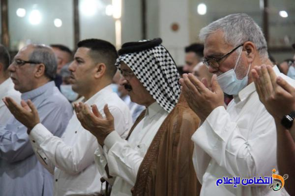 بالصور.. إقامة صلاة عيد الفطر المبارك في جامع الشيخ عباس الكبير