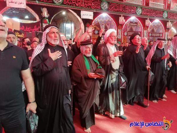 بالصور.. دخول موكب أهالي الناصرية الموحد إلى حرم الإمام الحسين وأبي الفضل العباس عليهما السلام