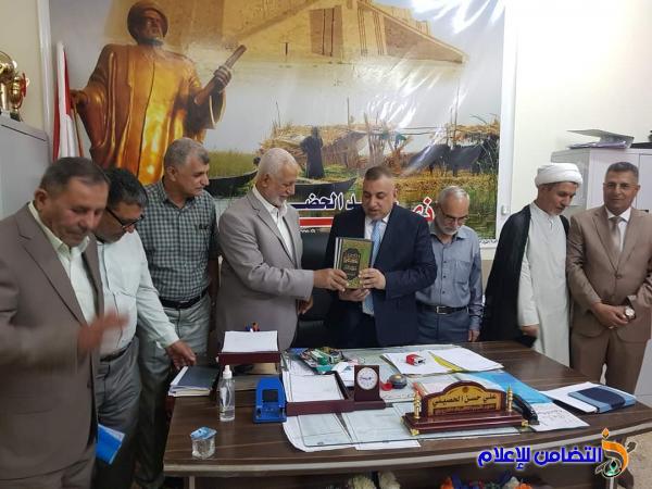 مكتب مبرات التضامن لرعاية وتأهيل الأيتام يكـرم مدير قسم  الاشراف التربوي في الناصرية