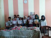 مدرسة التضامن  الثالثة للأيتام في الجبايش : توزع النتائج النهائية على التلاميذ (مصور )